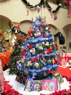 Christmas Tree @ the Honolulu Hale